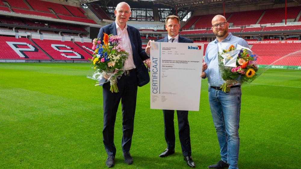 PSV ontvangt KIWA certificaat Foto: PSV